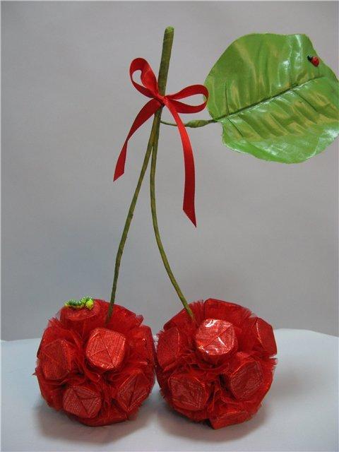 Купить сладкие подарки из конфет в Москве  букеты из